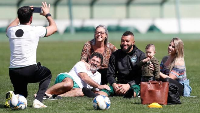 Jogadores do Coritiba tiveram homenagem surpresa de Dia dos Pais no Couto Pereira