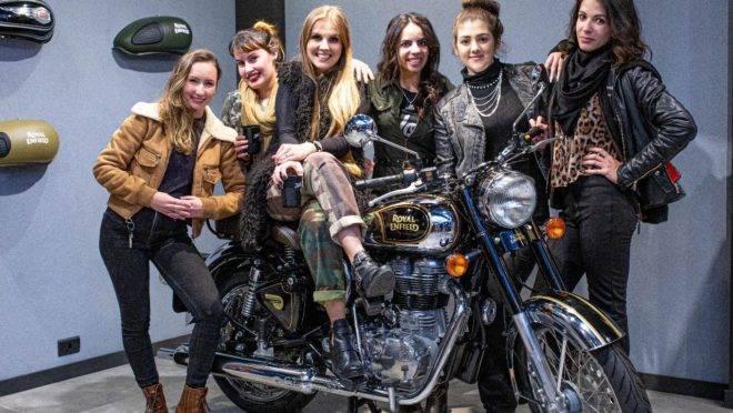 Bruna Wladyka (terceira da esquerda para direita) é uma das idealizadoras do BMS Motorcycle.