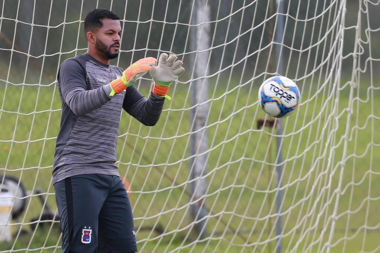 Thiago Rodrigues é destaque do Paraná Clube na Série B