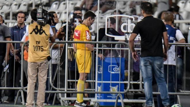 VAR foi motivo de polêmico em Botafogo x Athletico