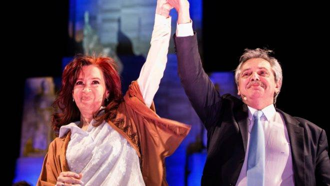 Cristina Kirchner e Alberto Fernández, candidatos à vice e presidente da Argentina