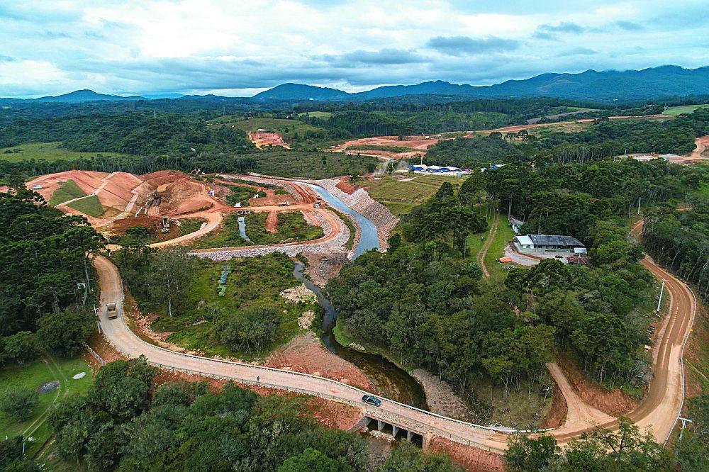 Obras da barragem do Rio Miringuava