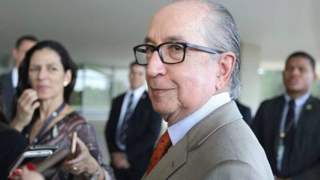 Pessoas ligadas a Bolsonaro e ao secretário especial da Receita, Marcos Cintra, teriam solicitado ao superintendente da PF no Rio de Janeiro, Mário Dehon, a troca de delegados chefes de duas unidades no Estado.