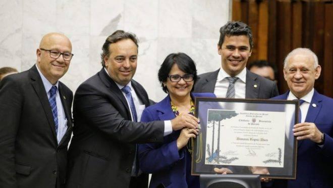 A ministra dos Direitos Humanos, Damares Alves, esteve em Curitiba nesta segunda (12).