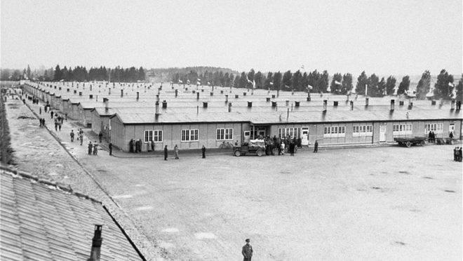 O campo de concentração de Dachau, onde mais de 2,7 mil padres e pastores ficaram presos durante a II Guerra. A foto é de 3 de maio de 1945, logo após a libertação do campo pelo exército norte-americano.
