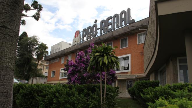 Fachada da Fundação Pró-Renal, em Curitiba,