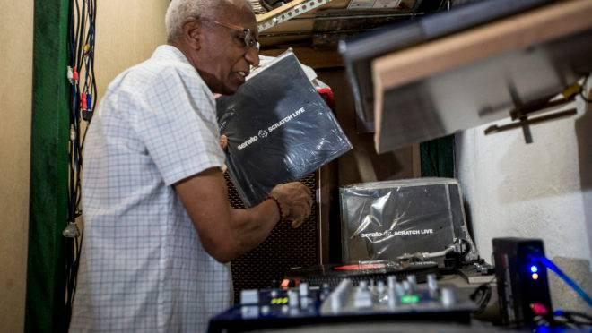 Osvaldo Pereira, o primeio DJ brasileiro estará em Curitiba neste sábado.