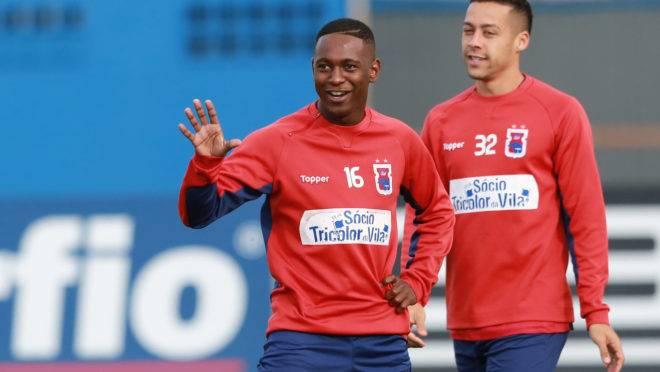 Staff de Jhonny Lucas espera concretizar saída do Paraná Clube para a Bélgica