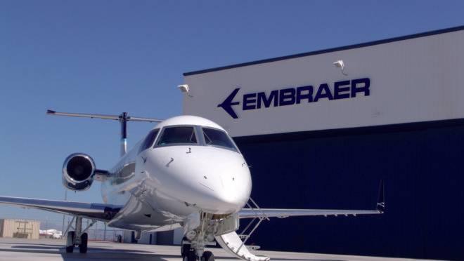A divisão de aviação civil da brasileira Embraer foi comprada pela norte-americana Boeing em maio