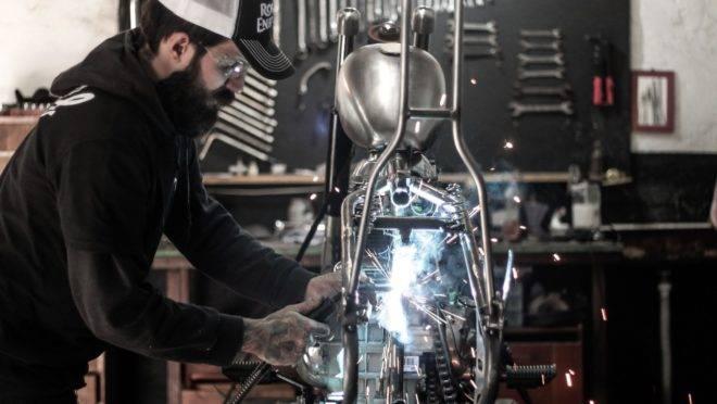 Danilo Bona customiza uma Royal Enfield 500 Classic para o BMS Motorcycle