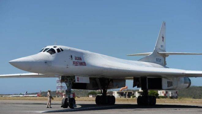 Um avião bombardeiro supersônico de longo alcance russo Tupolev TU-160 no Aeroporto de Maiquetía, Venezuela, em 10 de dezembro de 2018. Duas aeronaves similares foram levadas a uma região da Rússia próxima ao estado americano do Alasca