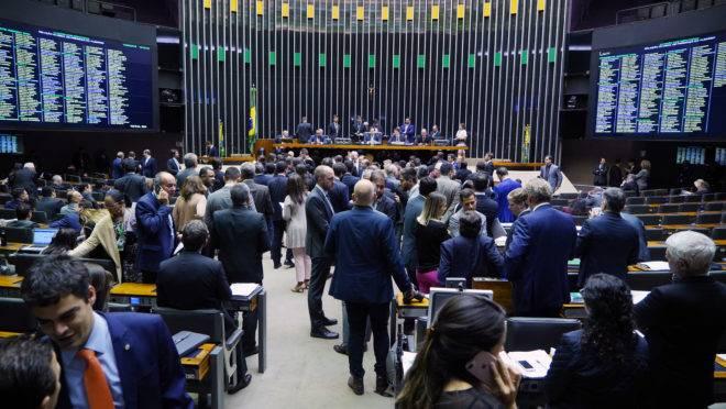 Plenário da Câmara durante a sessão que aprovou o projeto de lei do abuso da autoridade.