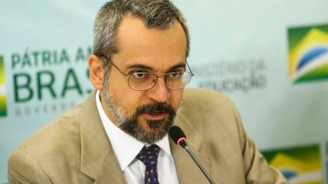 """O ministro da Educação, Abraham Weintraub, durante  apresentação do """"Compromisso Nacional pela Educação Básica""""."""