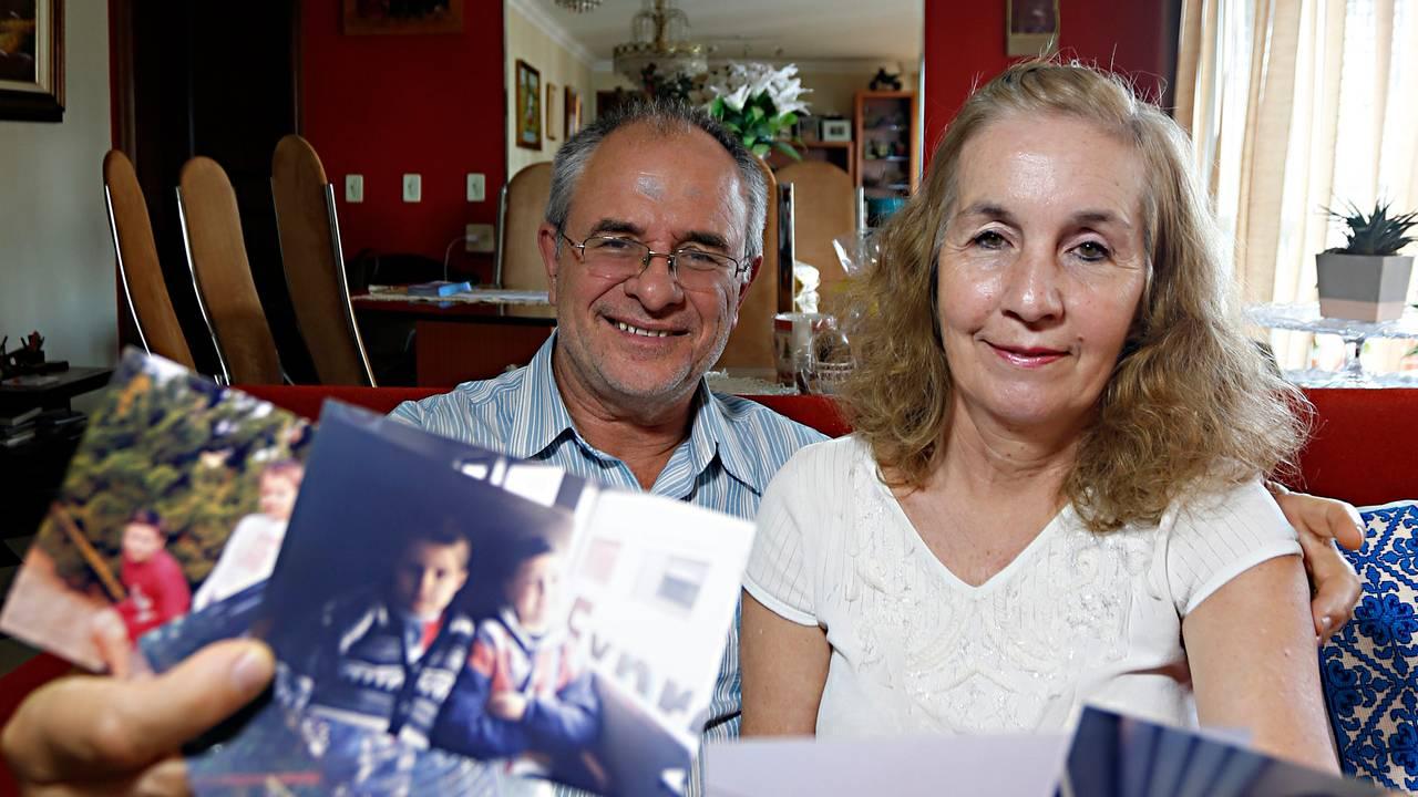 O aadvogado Antonio Komarcheuski Sobrinho e a esposa Rosangela hospedaram  Dmitriy e Maxin, crianças vítimas do vazamento radioativo de Chernobyl em 1986.