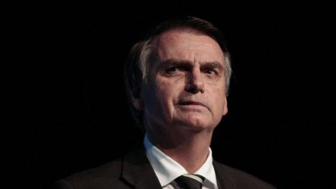 No litoral de SP, Bolsonaro recebe desafetos de Doria
