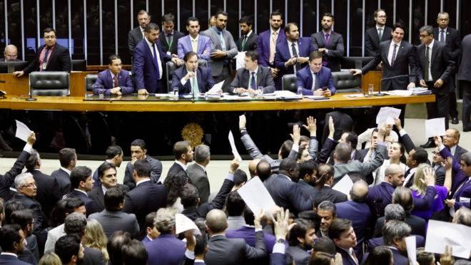 Sessão da Câmara dos Deputados que aprovou o projeto de lei que pune abuso de autoridade.