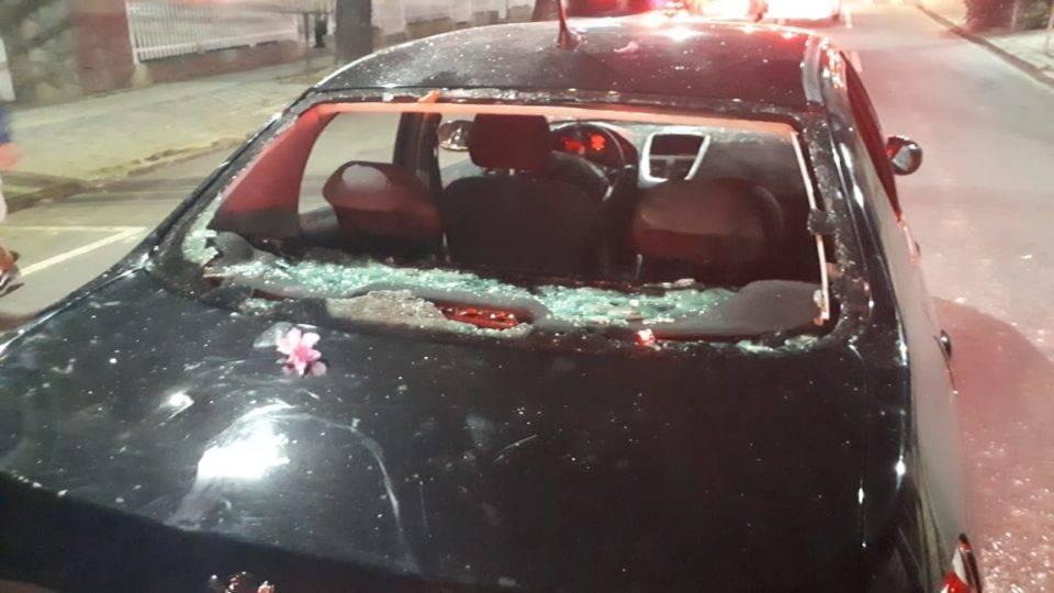Carro com torcedores do Atlético-MG é depredado na saída da Arena