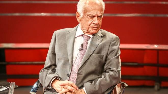 Em foto de 2017, Pedro Simon dá entrevista ao programa Frente a Frente, da TVE