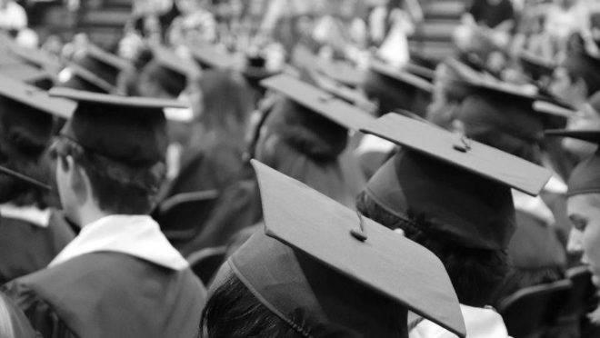 O governo federal vai mudar o critério de concessão de bolsas de mestrado e doutorado no país. Doutorado terá prioridade.