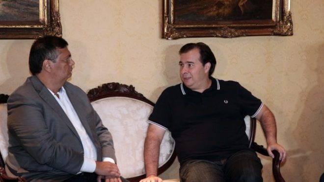 O governador do Maranhão, Flavio Dino, e Rodrigo Maia, em junho