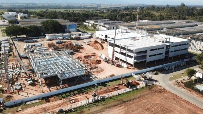 Prédios da Embraer em construção, em São José dos Campos