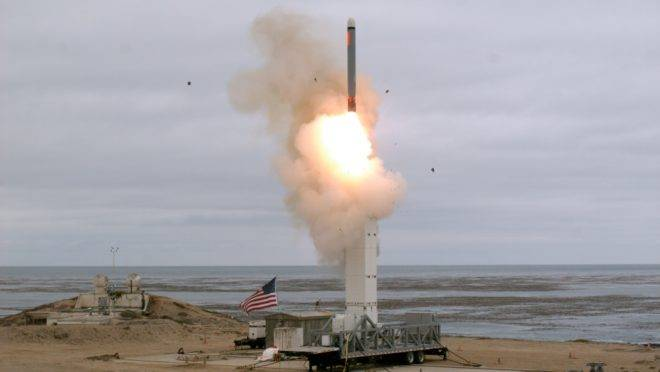 EUA testam um míssil de médio alcance a partir de um lançador terrestre na Califórnia, 18 de agosto de 2019