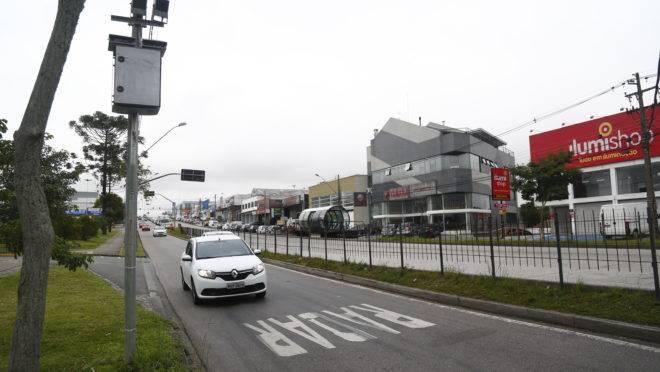 Maioria das multas em Curitiba é por velocidade  20% acima do limite máximo permitido