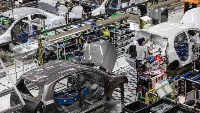 Setor automobilístico ajudou a puxar para baixo a produção industrial, mas está longe de ser o único responsável pela queda.