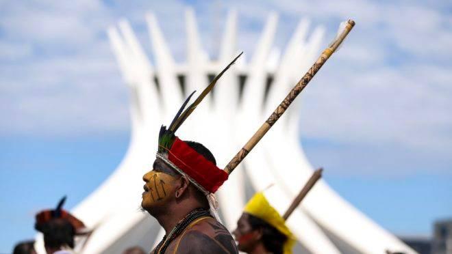 Indígenas participam de ato a favor de demarcação de terras em abril de 2018: Câmara vai avaliar PEC sobre a possibilidade de produção agropecuária em terras indígenas
