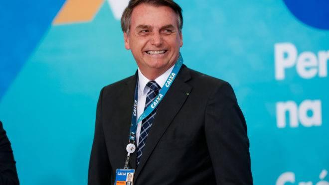 Bolsonaro: crachá da Caixa