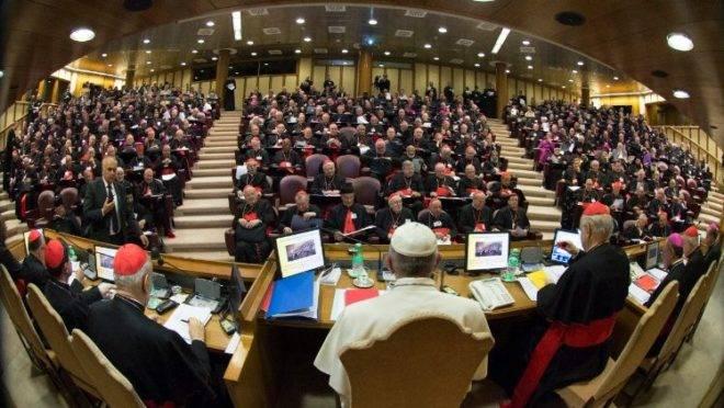 A Sala do Sínodo, onde acontecem as assembleias sinodais.
