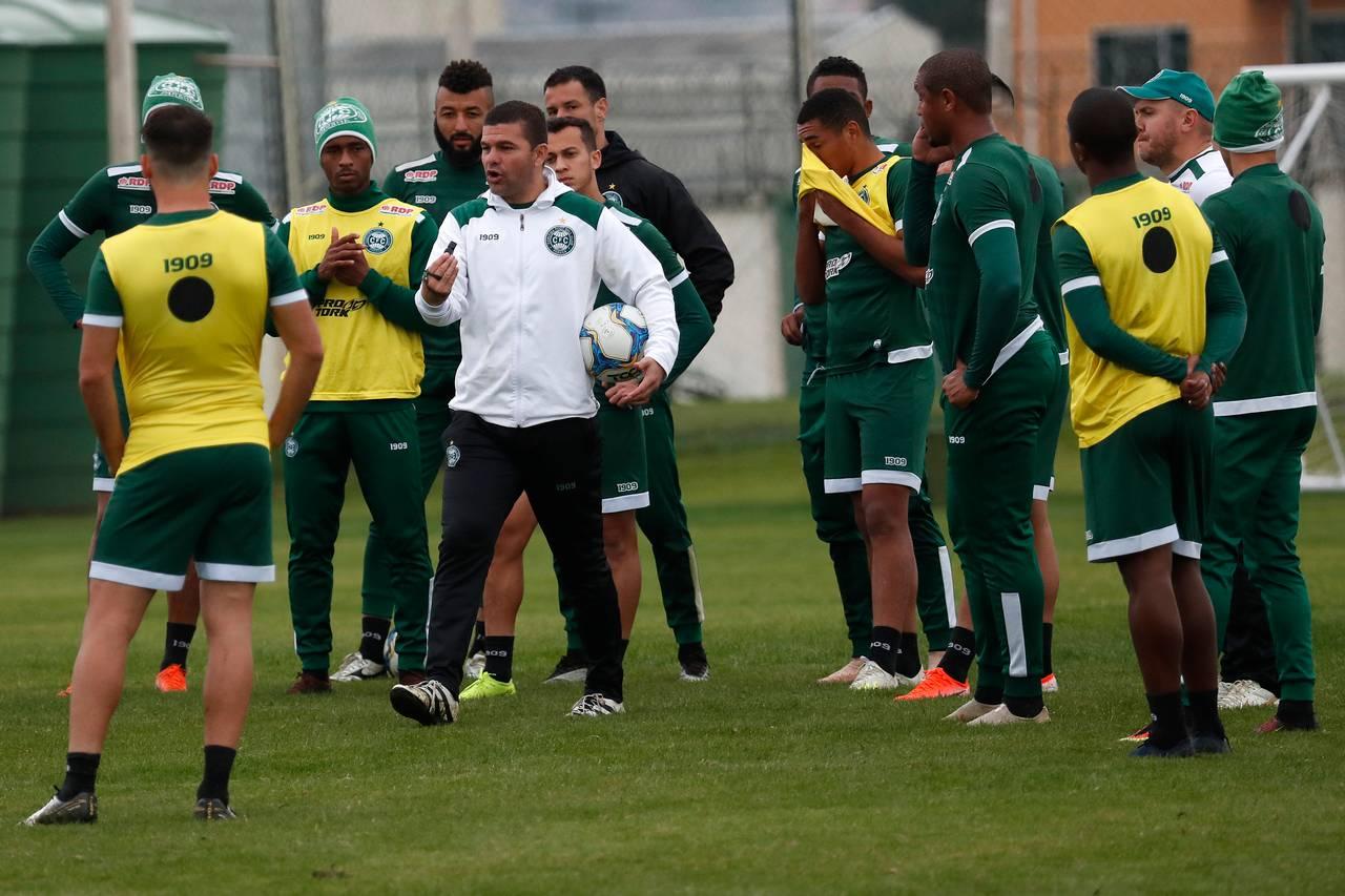 Umberto Louzer ajustou o Coritiba durante o mês de treinamento