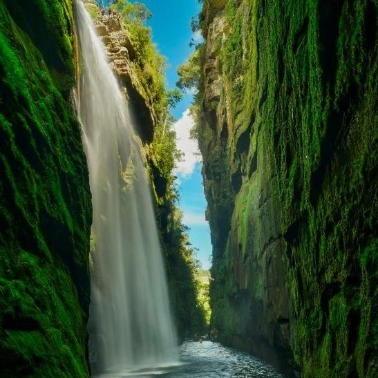 A Cachoeira do Véu da Noiva é uma das atrações do local. Foto:  Jeandré Guimarães/Reprodução Facebook Turismo Jaguariaíva/PR