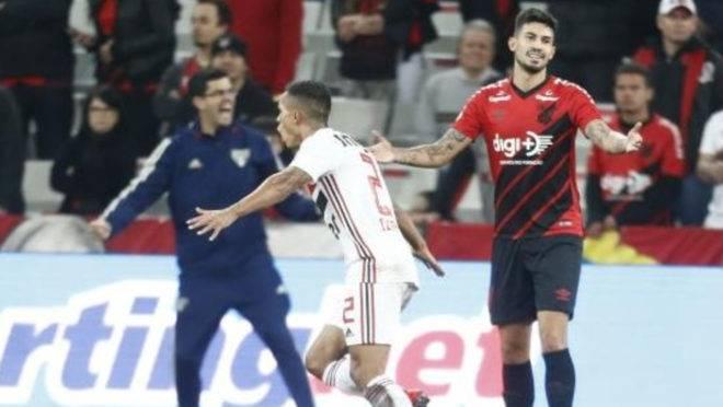 São Paulo conquistou a segunda vitória seguida na Arena da Baixada