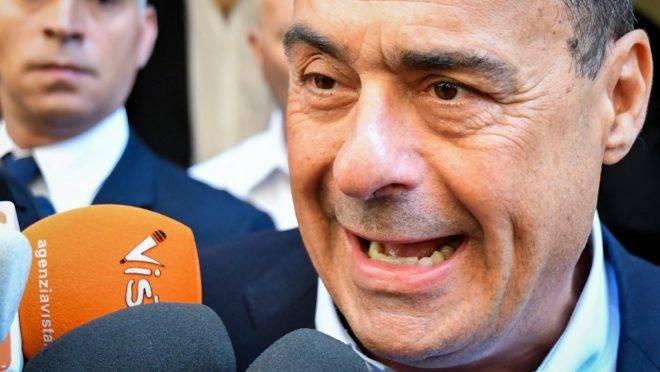 O líder do Partido Democrático (PD), Nicola Zingaretti, responde a perguntas de jornalistas em frente à sede do partido, em Roma, 20 de agosto de 2019