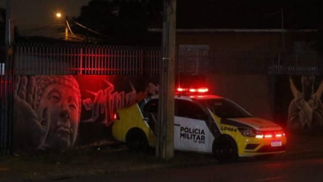 De acordo com relato de testemunhas, cerca de 30 tiros foram disparados contra o professor de muay thay.