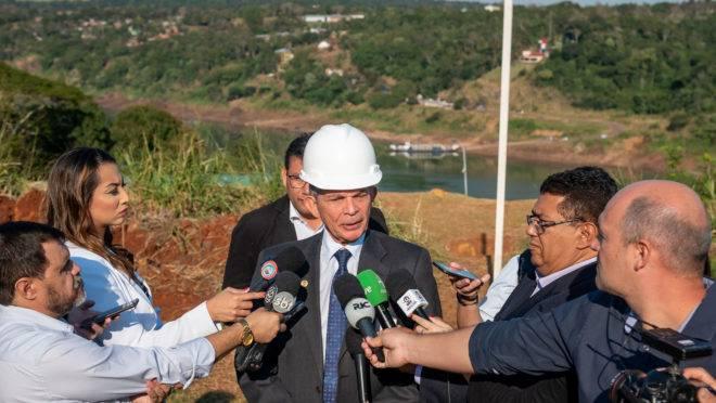 O diretor brasileiro de Itaipu, general Silva e Luna.