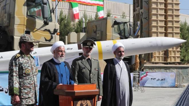 Presidente Hassan Rouhani participa da cerimônia de anúncio do novo sistema antimísseis