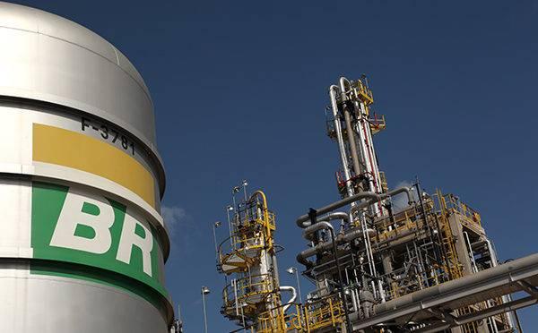 Governo quer acabar com o direito de preferência da Petrobras em leilões de áreas do pré-sal.