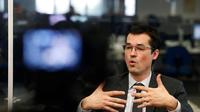 Procurador Deltan Dallagnol, chefe da força-tarefa da Lava Jato em Curitiba, durante entrevista no estúdio do jornal Gazeta do Povo