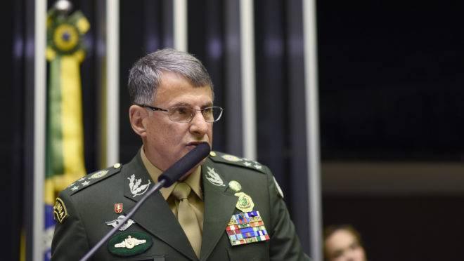 General Pujol participou de sessão comemorativa ao Dia do Soldado