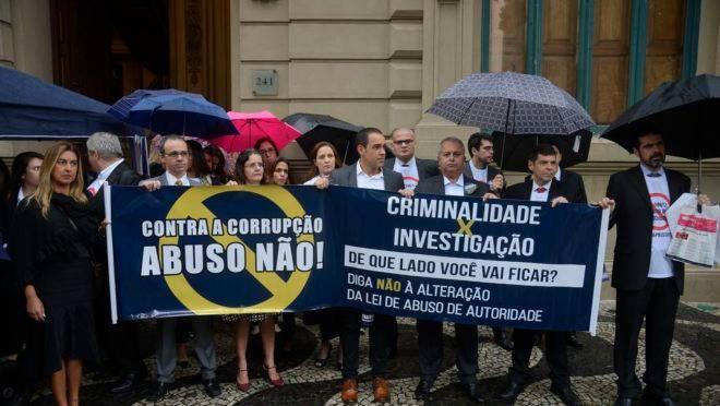 Ato no Rio de Janeiro, reúne associações de juízes, promotores e policiais para pedir o veto integral do presidente Jair Bolsonaro à Lei do Abuso de Autoridade.