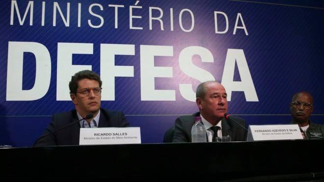 Ricardo Salles e Fernando Azevedo e Silva em coletiva de imprensa