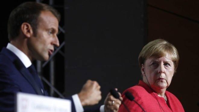 Emmanuel Macron, presidente francês, com Angela Merkel, chanceler alemã