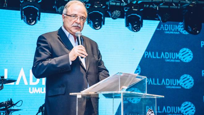 Aníbal Tacla, diretor do Grupo Tacla, apresentou o empreendimento para empresários de Umuarama e região. O Grupo possui 8 shoppings nos estados do Paraná, Santa Catarina e São Paulo.