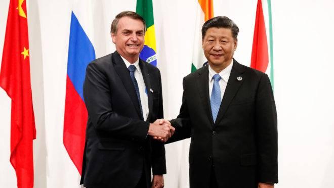 Bolsonaro encontra presidente chinês Xi Jinping durante o encontro do G-20, em junho, no Japão: presidente brasileiro irá para a China em breve.