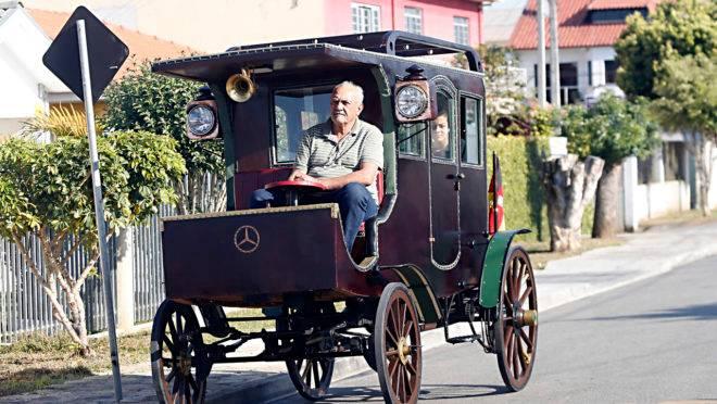 Galeano construiu a réplica do primeiro ônibus olhando apenas uma foto