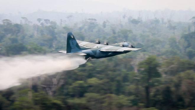 Força Aérea emprega aeronaves C-130 Hércules no combate aos incêndios na Amazônia