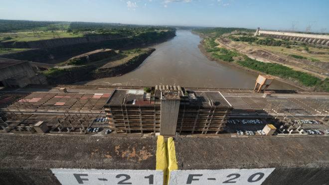 Vista da barragem da usina de Itaipu