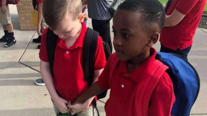 Uma atitude generosa mudou o 1º dia de aula de Connor, de oito anos, que tem autismo.